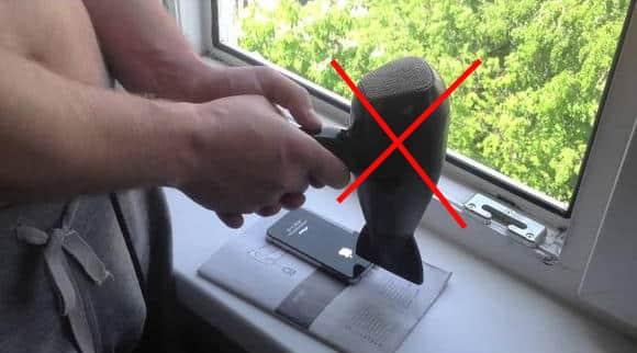 Запрещено сушить Айфон феном
