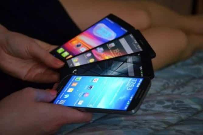 Как отличить флагманский смартфон