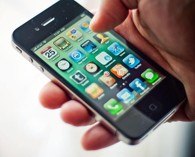 Как удалить контакт абонента с iPhone