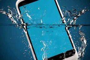 Телефон упал в воду: инструкция по восстановлению